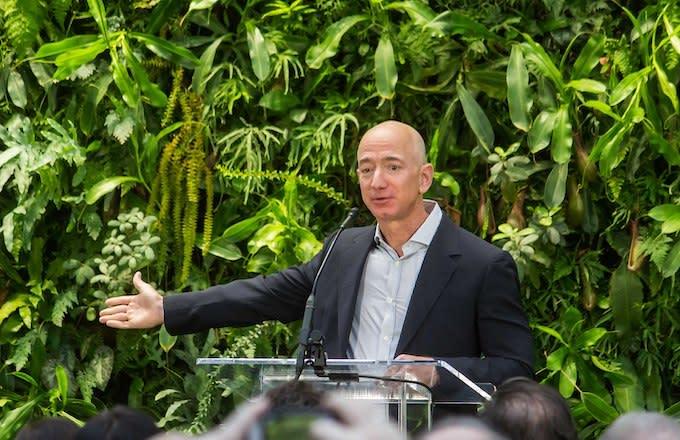 Jeff Bezos' Ex-Wife MacKenzie Will Get $35 Billion of Amazon Stock in Divorce Settlement