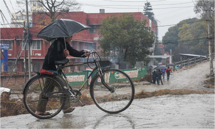 माघे झरीले रुझायो: बिहानैदेखि काठमाडौंलगायत देशका धेरै ठाउँमा वर्षा