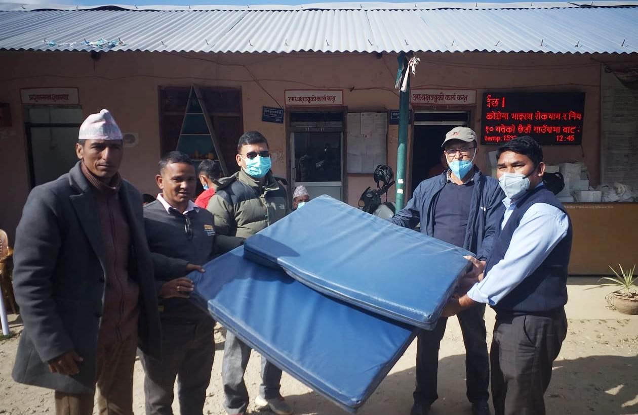 गुराँस गाउँपालिकालाई १० सेट हस्पिटल बेड हस्तान्तरण
